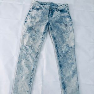 Almost Famous Destroyed Skinny Jeans Size 7